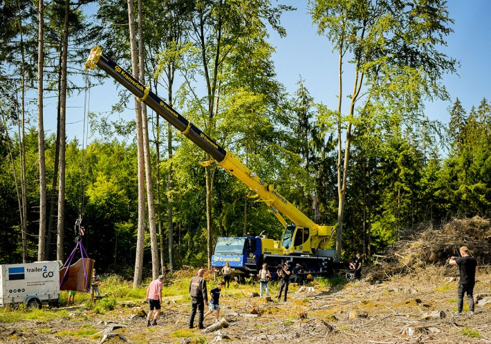 "LTM 1050-3.1 makes ""Muse"" art project possible by hoisting a grand piano into a forest clearing"